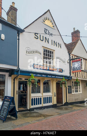 The Sun Inn Shepherd Neame Pub Restaurant West Street Faversham Kent England - Stock Photo