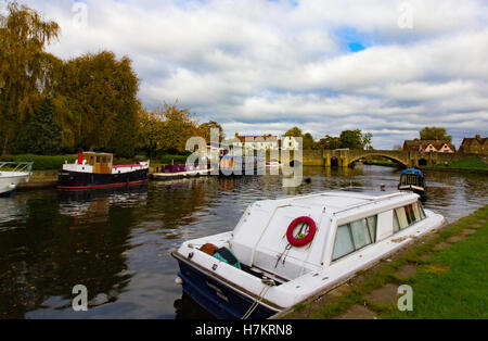 Boats on the River Thames at Abingdon, The Nag's head pub can be seen in the background on Abingdon Bridge - Stock Photo