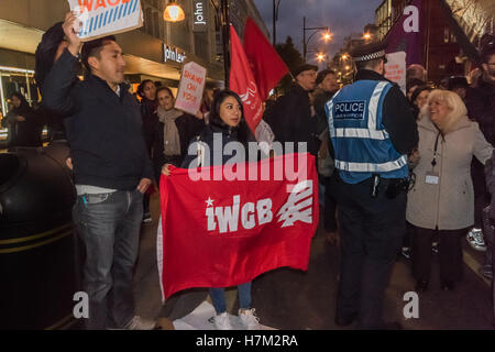 London, UK. 5th November 2016. THe IWGB show their support for the cleaners who work at John Lewis, and whose campaign - Stock Photo