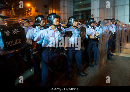 7th Nov, 2016. Police stop demonstrators as they protested against Beijing's interference in local politics, Hong - Stock Photo