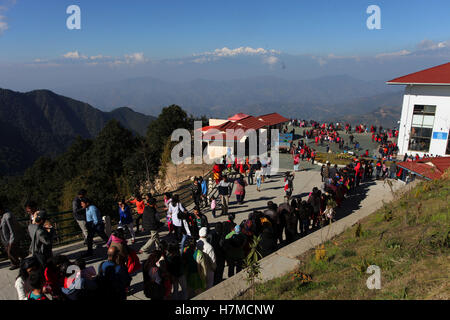 (161107) -- KATHMANDU, Nov. 7, 2016 (Xinhua) -- People gather to get in the cable car from Chandragiri, a famous - Stock Photo