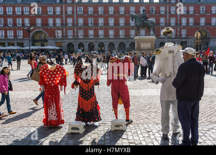 Street entertainer and photographers props in the Plaza Mayor in the centre of Madrid, Spain - Stock Photo