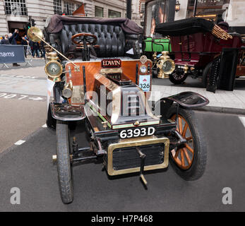 A 1904, De Dion Bouton Victoria 1 Cylinder, 8HP veteran car on display in the Concours d'Elegance, at Regents Street, - Stock Photo