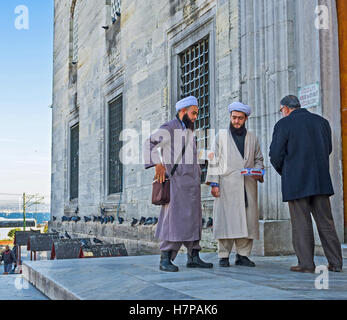 The mullas collect the sadaqat (donations) at the entrance to the New Mosque in the city center - Stock Photo