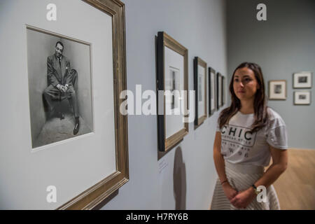 London, UK. 8th Nov, 2016. Duke Ellington in the Corner Portraits series by Irving Penn - The Radical Eye: Modernist - Stock Photo