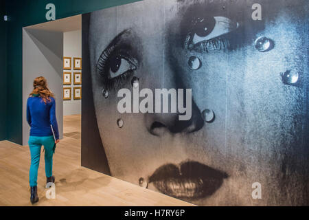 London, UK. 8th Nov, 2016. A giant version of Tears, 1932, by Man Ray in the entrance - The Radical Eye: Modernist - Stock Photo