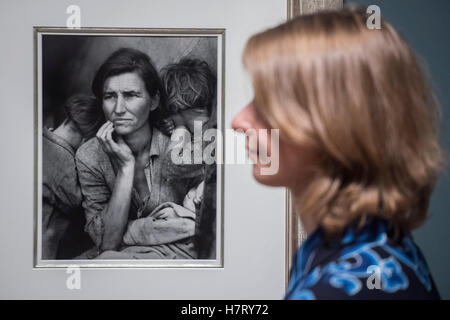 London, UK. 8th Nov, 2016. Migrant Mother 1936 by Dorothea Lange - The Radical Eye: Modernist Photography from The - Stock Photo