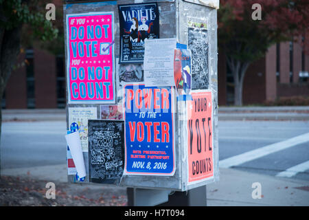 Voting signs on a street during election day. Baltimore, Maryland, USA. 8th Nov, 2016. - Stock Photo