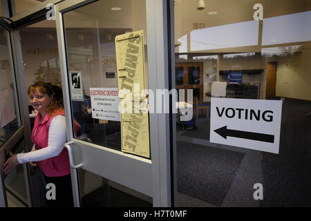 Sioux City, IOWA, USA. 8th Nov, 2016. A sample ballot lays on a ...