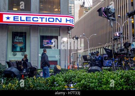 New York, USA. 8th Nov, 2016. New York, USA. 8th November, 2016.Fox News prepares an outdoor set along 6th Avenue - Stock Photo