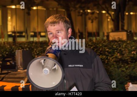 London, UK. 8th November 2016. A second speaker calls for the release of Chelsea Manning at the protest which police - Stock Photo
