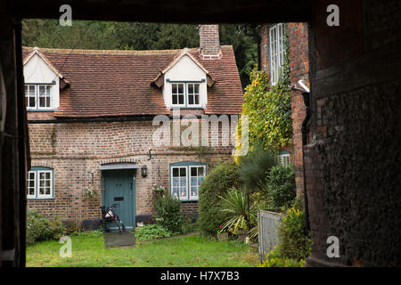 UK, England, Buckinghamshire, West Wycombe, High Street, Crown Court cottage through archway - Stock Photo