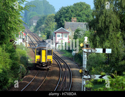 """A diesel passenger train run by """"Northern"""" approaches Parbold Station in West Lancashire - Stock Photo"""