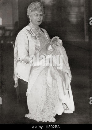 Mary of Teck holding her grandaughter Princess Elizabeth, future Queen Elizabeth II, May 1926. Mary of Teck, 1867 - Stock Photo