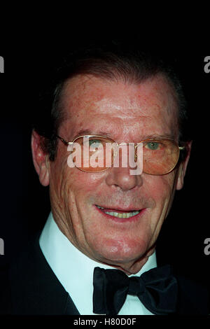 ROGER MOORE  24 May 1999 - Stock Photo