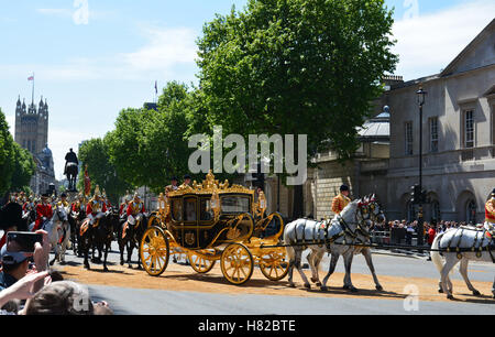 London, UK, 27th May, 2015, Her Majesty the Queen travelling by State Carriage back to Buckingham Palace - Stock Photo