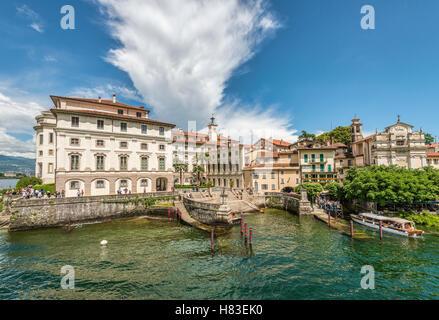 Palazzo Borromeo, Isola Bella, Lago Maggiore, seen from the lakeside, Piemont, Italy   Palazzo Borromeo auf Insel - Stock Photo