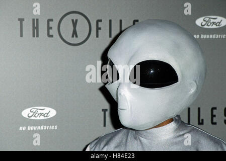 ALIEN X-FILES FINALE WARP PARTY HOUSE OF BLUES HOLLYWOOD LOS ANGELES USA 27 April 2002 - Stock Photo