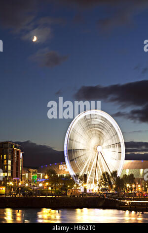 Big wheel at the Albert Dock Liverpool lit up at night - Stock Photo