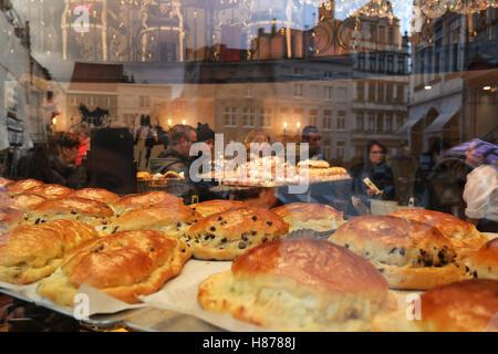 Belgium, Bruges (Brugge), cramiques at the Aux Merveilleux de Fred pastry shop, display window - Stock Photo