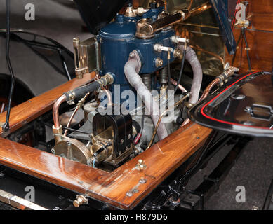 Close-up of the 2 cylinder, 10HP engine of a 1903, De Dion Buton,  in the Concours d'Elegance, in Regents Street - Stock Photo