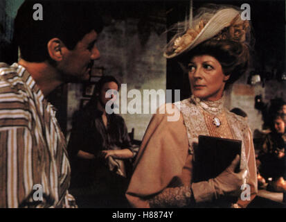 Der Missionar, (THE MISSIONARY) GB 1983, Regie: Richard Loncraine, MICHAEL PALIN, MAGGIE SMITH, Stichwort: Pyjama, - Stock Photo
