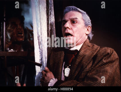 FRIGHT NIGHT (1985) RODDY MCDOWALL FTNT 005FOH Stock Photo ...