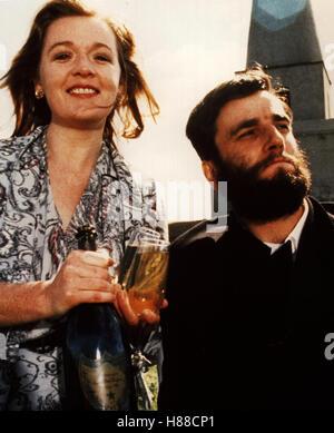 Mein linker Fuß, (MY LEFT FOOT) IRE 1989, Regie: Jim Sheridan, BRENDA FRICKER + DANIEL DAY LEWIS - Stock Photo
