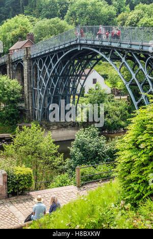 The Iron Bridge crosses the River Severn at the Ironbridge Gorge, by the village of Ironbridge, in Shropshire, England. - Stock Photo