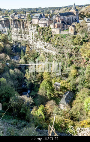 The Bozouls Hole in Autumn and the upper village (Aveyron - France). That is a horseshoe-shaped gorge dug by the - Stock Photo