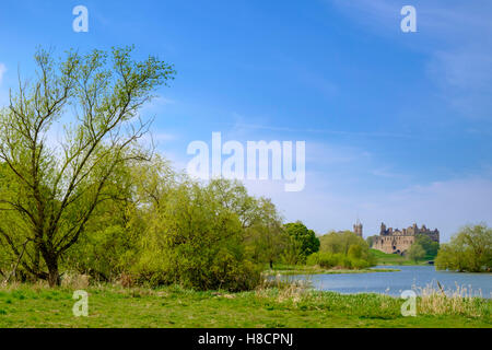 Linlithgow Loch and Palace, summer view - Stock Photo