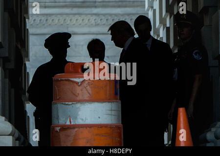 Washington Dc, DC, USA. 10th Nov, 2016. U.S. President elect Donald Trump leaves the US Capitol in Washington DC - Stock Photo