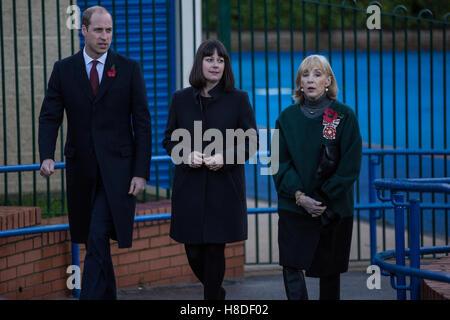 London, UK. 10th November, 2016. The Duke of Cambridge visits Kensington Memorial Park as President of Fields in - Stock Photo