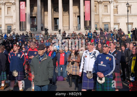 London, UK. 11th Nov, 2016. The Royal Legion hosts a performance of music and readings in Trafalgar Square, London - Stock Photo