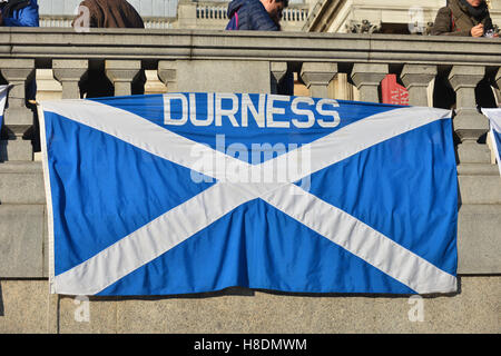 Trafalgar Square, London, UK. 11th Nov, 2016. Scotland football fans in Trafalgar Square, London ahead of tonight's - Stock Photo
