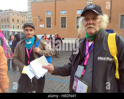Rome, Italy. 11th Nov, 2016. Rainer Rumke (r) from Hamburg stands in front of the audience hall at the homekess - Stock Photo