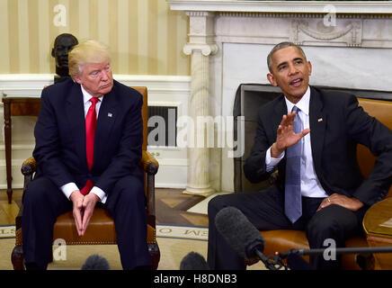 Washington, Us. 10th Nov, 2016. United States President Barack Obama meets US President -elect Donald Trump in the - Stock Photo