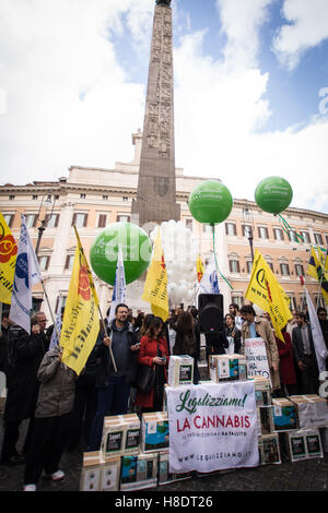 Rome, Italy. 11th November, 2016. Handover to the Bill to legalize cannabis, Italian radicals and other associations - Stock Photo