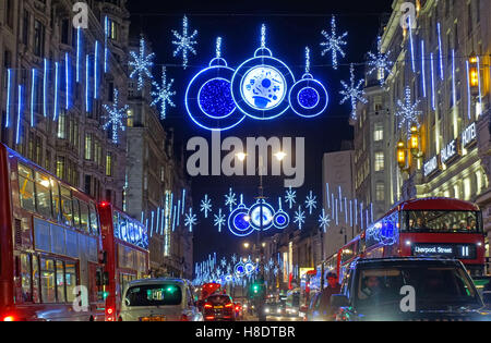 London, UK. 11th Nov, 2016. The Strand in Central London in festive mood on Armistice Day in the evening rush hour. - Stock Photo