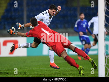 San Marino. 11th Nov, 2016. Germany's Mario Gomez (top) vies for the ball during the 2018 World Cup Group C qualifying - Stock Photo