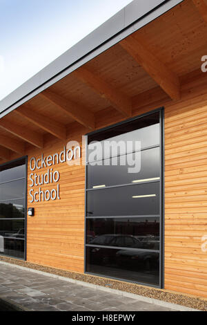 Exterior of a new all-timber building at Ockendon Studio School. A modern UK Academy school - Stock Photo