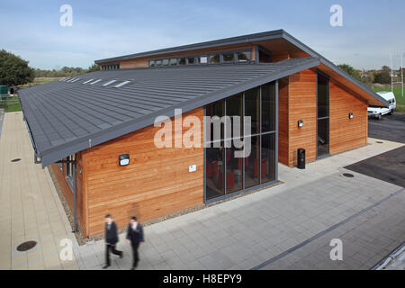 Exterior of a new all-timber classroom block at Ockendon Studio School. A modern UK Academy school. Show two pupils - Stock Photo