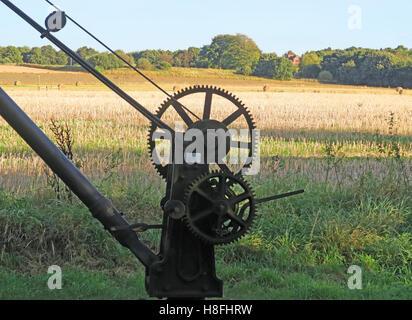 Bridgewater Canal lifting machine crane, Moore, Warrington, Cheshire, England, UK - Stock Photo
