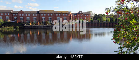 Housing at Walton Lock, Warrington, Cheshire, England, UK - Stock Photo