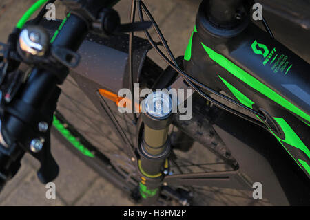 MTB shock pump being used on a Scott Scale 950 Cycle - shock cover cap removed - Stock Photo
