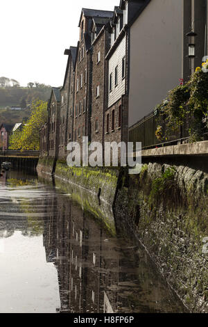 Riverside housing on the 'Mill Tail', a spur of the River Dart at Totnes, Devon. - Stock Photo