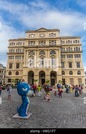 cat figurines, stock market, Lonja del Comercio, Plaza San Francisco de Asis, historical old town of Havana, Habana - Stock Photo