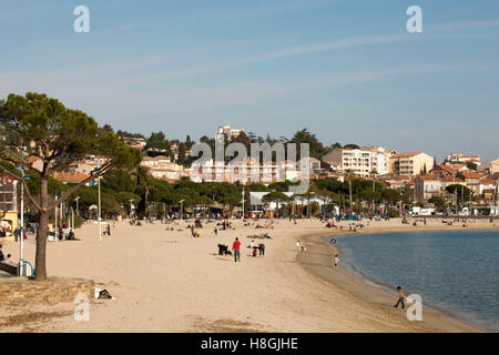 Frankreich, Cote d Azur, Departement Var, Saint Maxim, Stadtstrand - Stock Photo