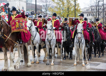 City of London, UK, 12th November 2016. Participants take part in the annual  procession from Mansion House through - Stock Photo