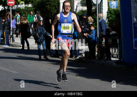 Athens, Greece. 13th November 2016. A runner runs the Athens Marathon is Union Jack shorts. Thousands of people - Stock Photo